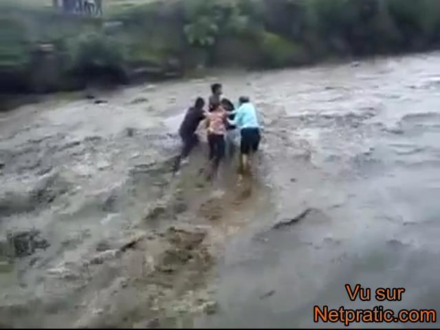 [VIP] Vidéo CHOC : Ils se font emporter par le courant dans une rivière