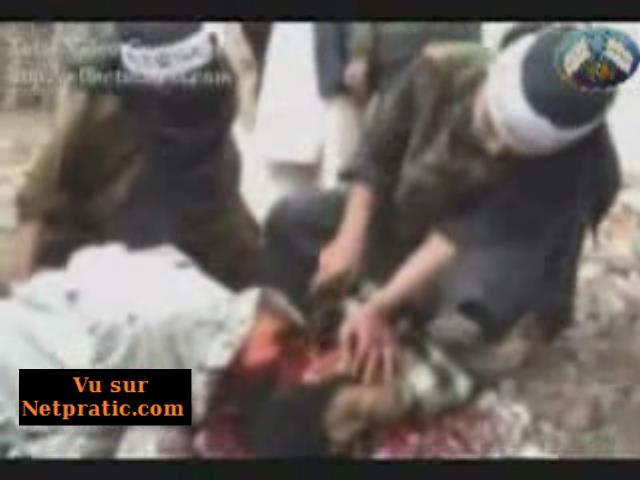 [VIP] Vidéo dérangeante montre un jeune garçon décapiter un espion
