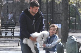 Il kidnappe des enfants en les amadouant avec un chiot (effrayant)