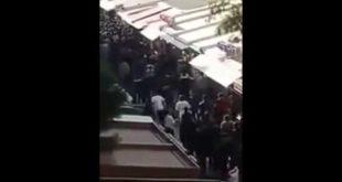 [VIP] Un homme armé lynché par la foule en colère