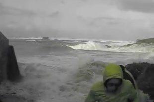 Un couple emporté par les vagues vers Portsall